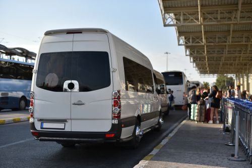 How to choose an airport shuttle service